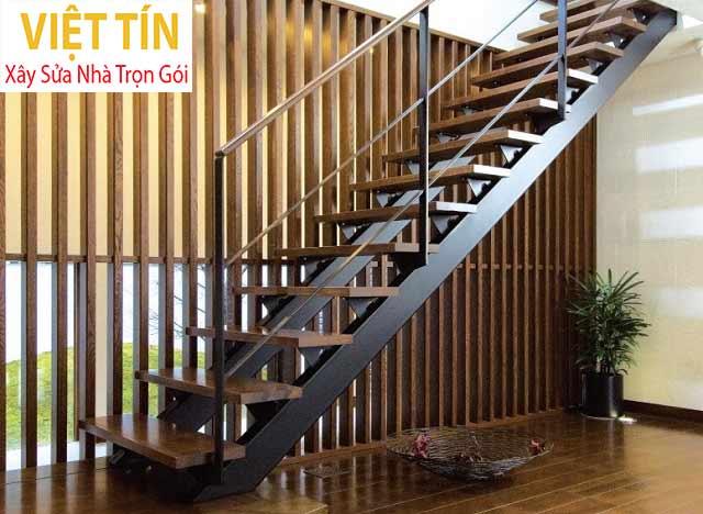 Cầu thang bằng sắt bậc gỗ