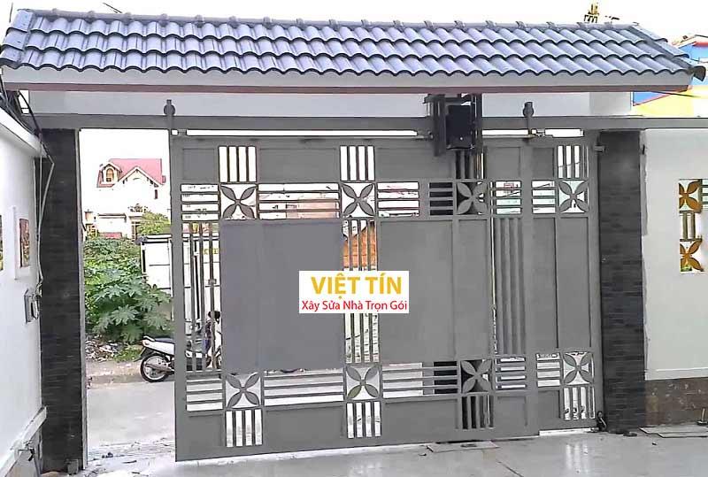 của cổng inox sử dụng ray treo