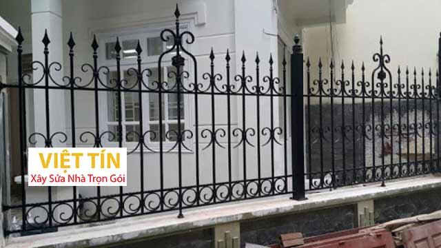 mẫu hàng rào sắt đặc đẹp đơn giản