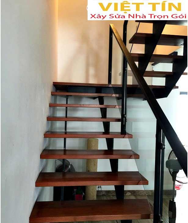 mẫu 25 cầu thang sắt hình ziczac đẹp