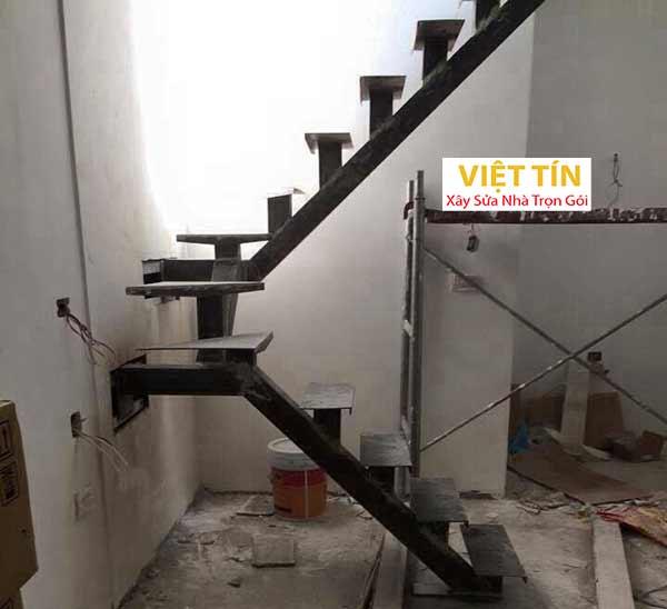 mẫu 5 thi công cầu thang sắt đơn giản