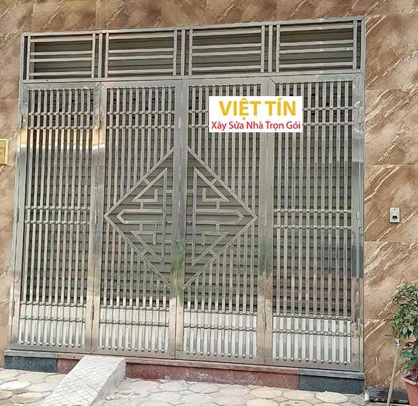 mẫu cửa inox 4 cánh hộp nhà phố