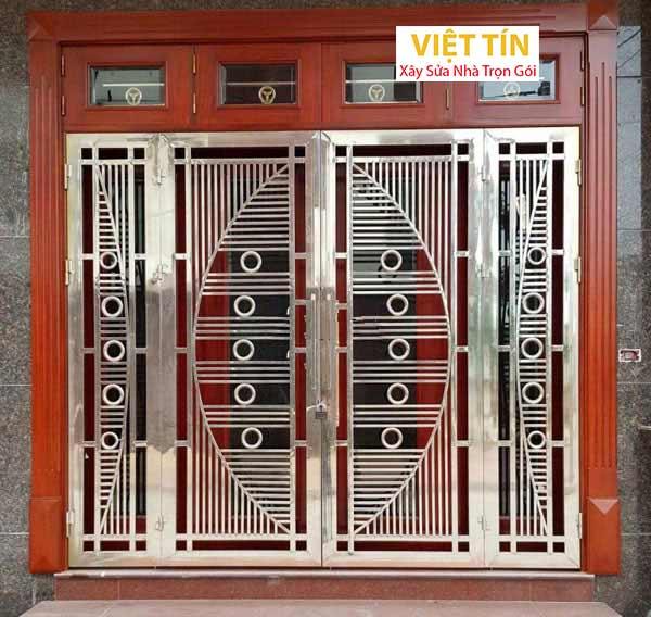 mẫu cửa inox 4 cánh khung gỗ