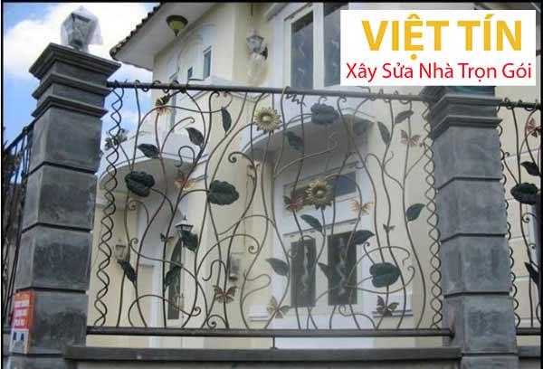 mẫu hàng rào sắt nghệ thuật uốn hoa sen siêu đẹp
