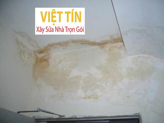 Tình hình vách tường bị thấm dột do bị nước xâm nhập