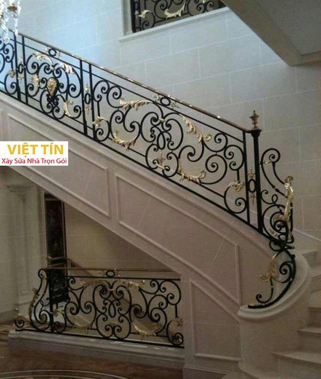 Cầu thang sắt nghệ thuật phù hợp với mọi không gian của ngôi nhà.
