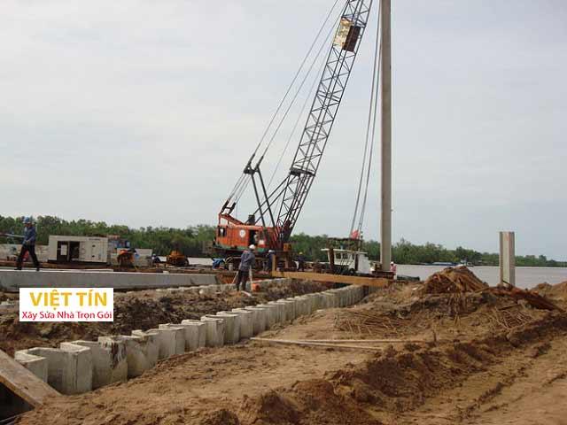 Ép cọc bê tông là phương pháp sử dụng các loại máy móc chuyên dụng để ép cọc xuống nền đất