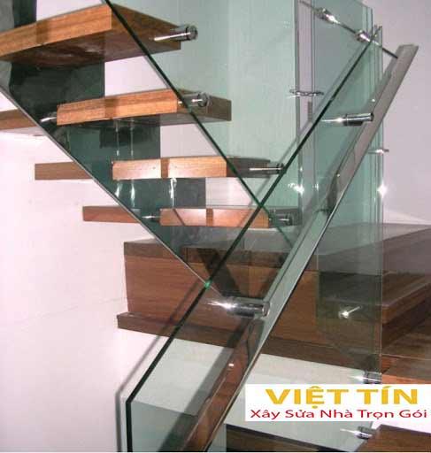 mẫu số 43 cầu thang kính tay vịn inox
