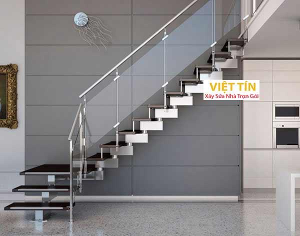 mẫu số 46 cầu thang kính tay vịn inox