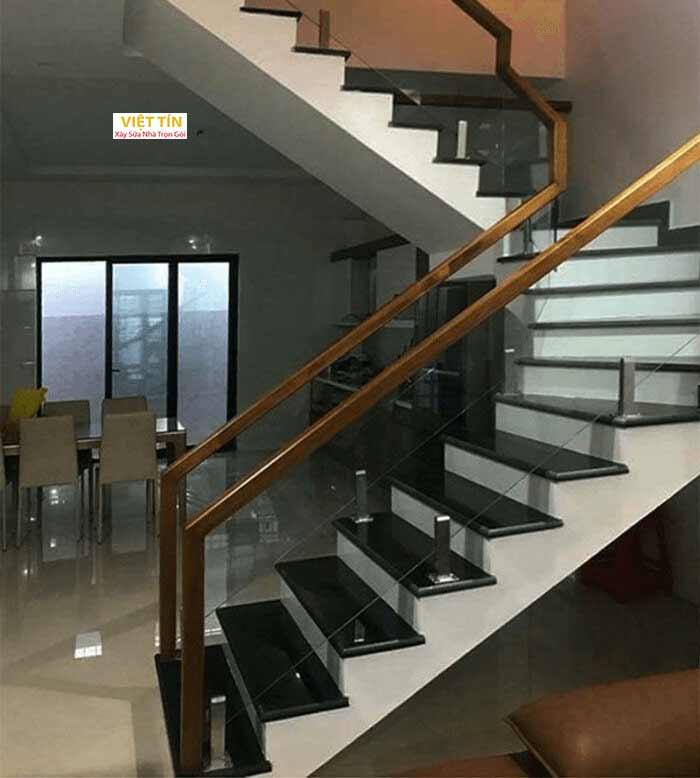 mẫu số 10 cầu thang kính trụ lửng
