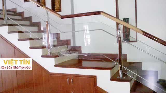 mẫu số 19 cầu thang kính trụ dài